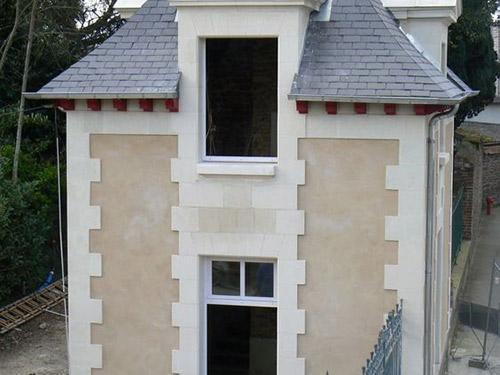 Taille pierre calcaire moellons rennes restauration renovation patrimoine eglise manoir maison - La petite cheminee rennes ...